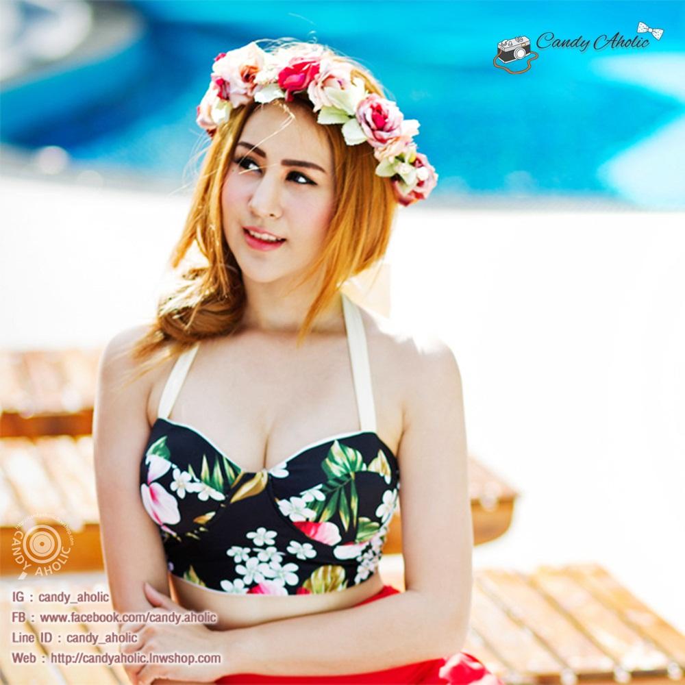 (Free Size) ชุดว่ายน้ำ ทูพีช บราเป็นแบบตะขอหลัง ลายดอกชบา กางเกงกระโปรงระบายล่างสีแดง ชุดว่ายน้ำ คอโบว์
