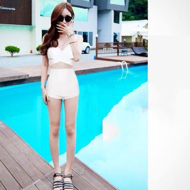 [Size S,M] Over Cross (สีขาว) ชุดว่ายน้ำ ทูพีทแนววินเทจ บราไขว้หน้า กางเกงเอวสูง