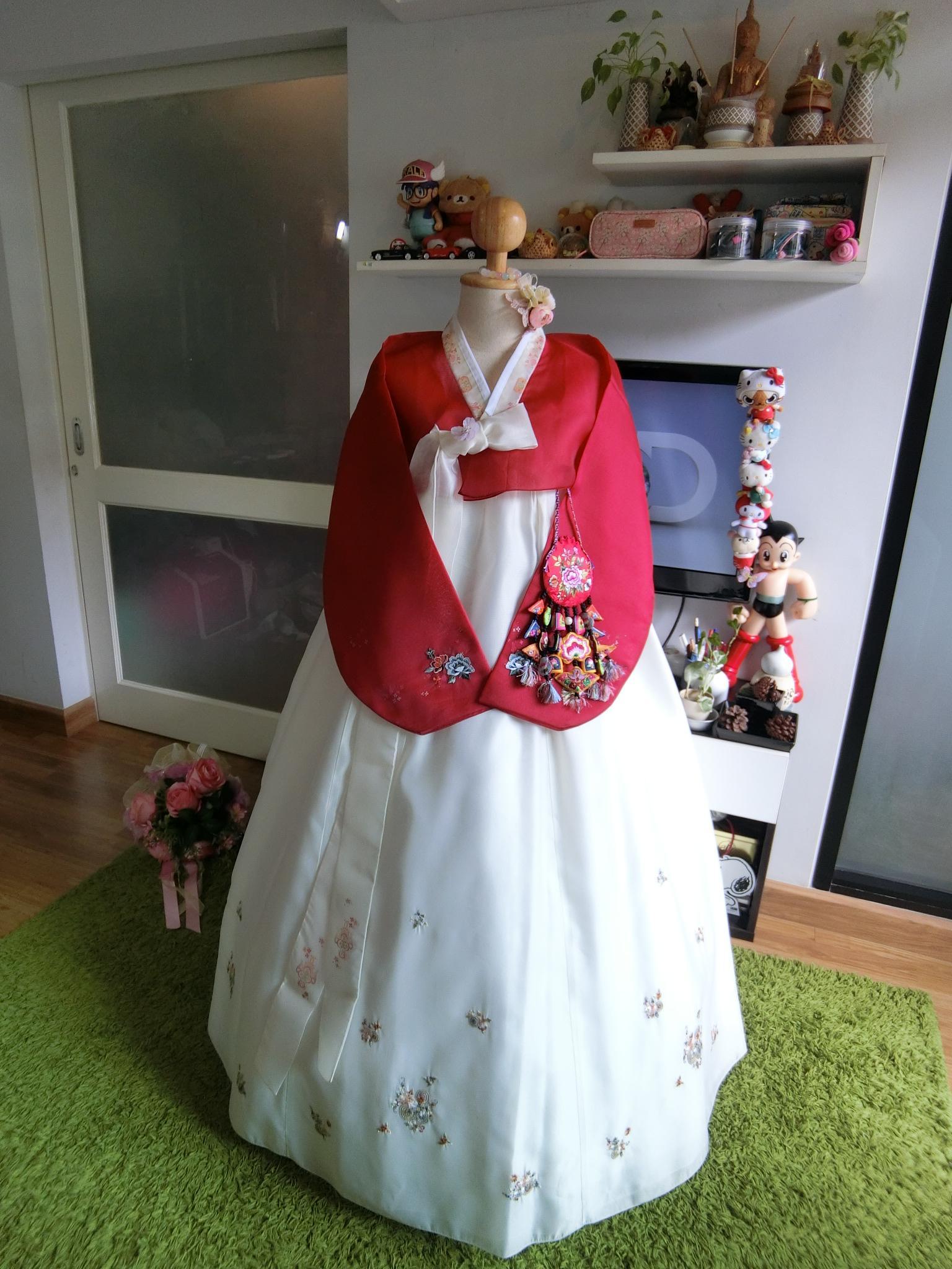 """Hanbok สีแดงขาวปักมือ อก 40"""" สูง 163"""