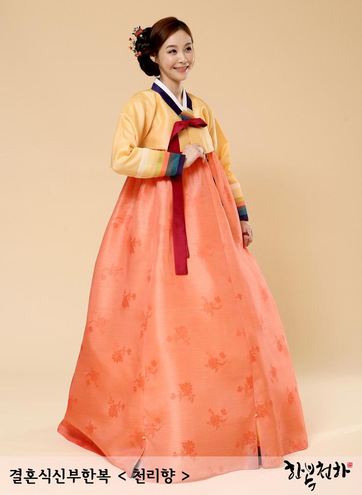 """Hanbok เกรด A+++ ผ้าไหมเกาหลี สีส้มสดใส อก 38"""" สูง 165 cm"""