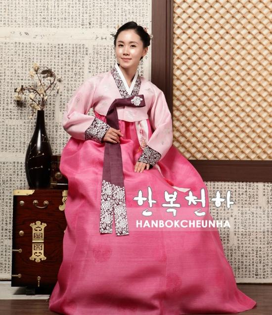 """Hanbok เกรด A+++ ผ้าไหมเกาหลี สีชมพูพิมพ์เงิน เรียบหรู อก39"""""""