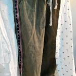 กางเกงลำลอง ขา 5 ส่วน สีพื้น แต่งแถบเล็ก