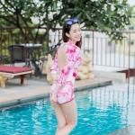[Free size] ชุดว่ายน้ำวันพีชแขนยาวเว้าหลัง รุ่น Sofia สีชมพูลายกราฟิก