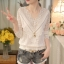 RP5911050 เสื้อลูกไม้เกาหลีสวยหวาน คอวีแขนยาวฤดูใบไม้ร่วงและฤดูหนาว(พรีออเดอร์) thumbnail 2