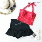 (free size) ชุดว่ายน้ำ ทูพีช ลายแดงลายสมอร์ บราเป็นแบบสวมเต็มตัวไม่โป้ กระโปรงสีดำ