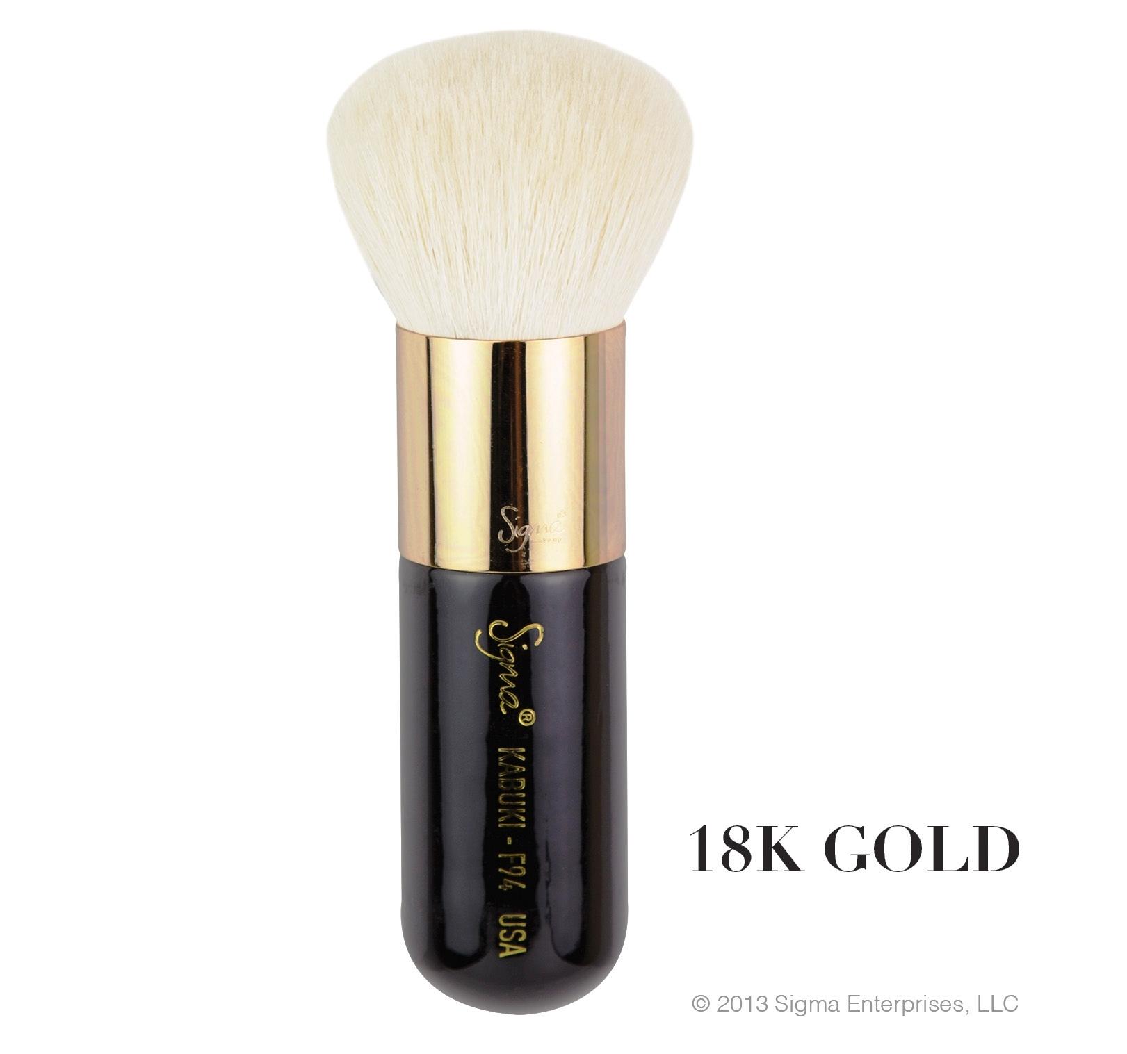 ลด 21 - 35 % SIGMA :: F94 - Kabuki แปรงปัดหน้าด้ามเงินและด้ามทองคำ 18K สุดหรู ออกแบบมาพิเศษเพื่อการแต่งหน้า พร้อมให้คุณได้สัมผัสการแต่งหน้าที่หรูหรา มีระดับ